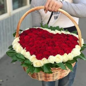 Корзина 101 роза сердце с окантовкой R1939