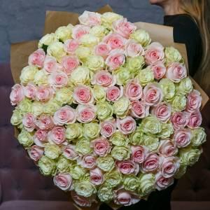Букет 101 роза белая и розовая с оформлением R1962