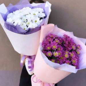 Букет 5 веток розовой хризантемы с оформлением R1121