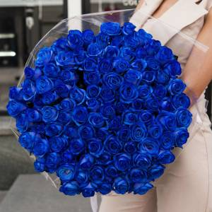 101 синяя роза с оформлением, цветы в букете R378