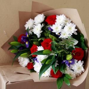 Сборный букет с лилиями и хризантемой R1513