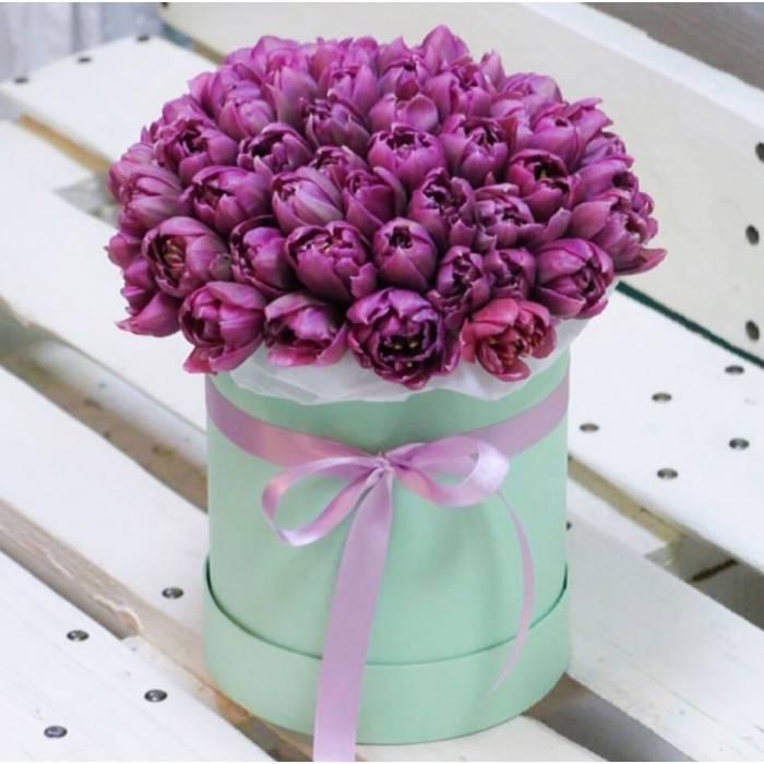 39 сиреневых тюльпанов в коробке R033