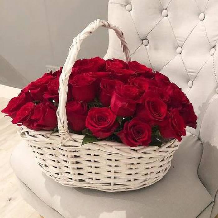 21 красная роза в корзине R035