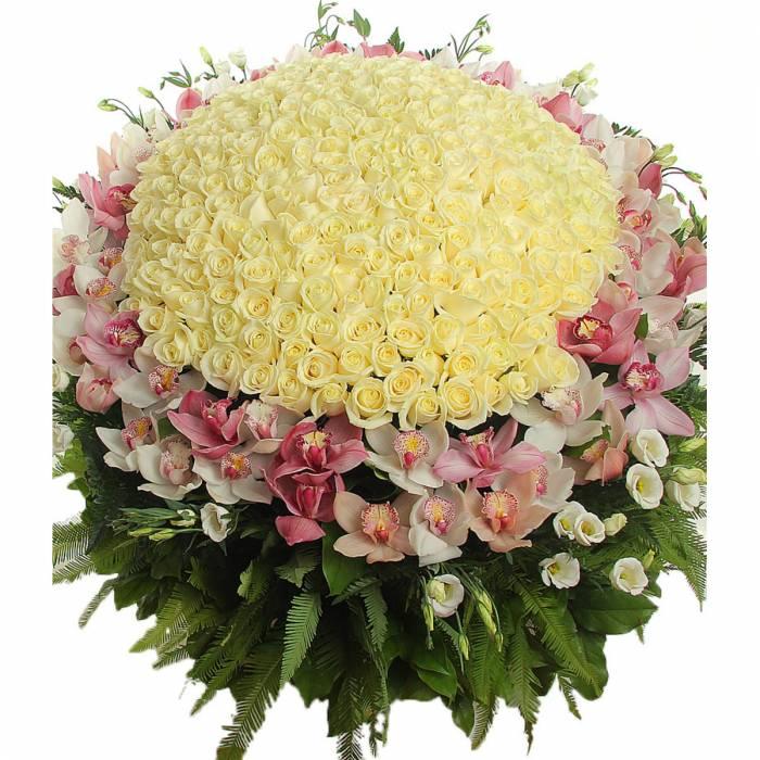 Корзина с розами и орхидеями R127