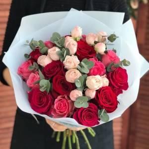 Сборный букет роз в крафте R028