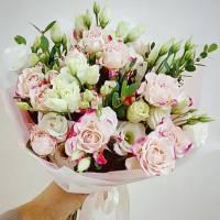 Сборный букет с белыми розами R022