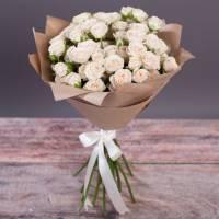 Букет 9 веток кустовой розы в крафте R016