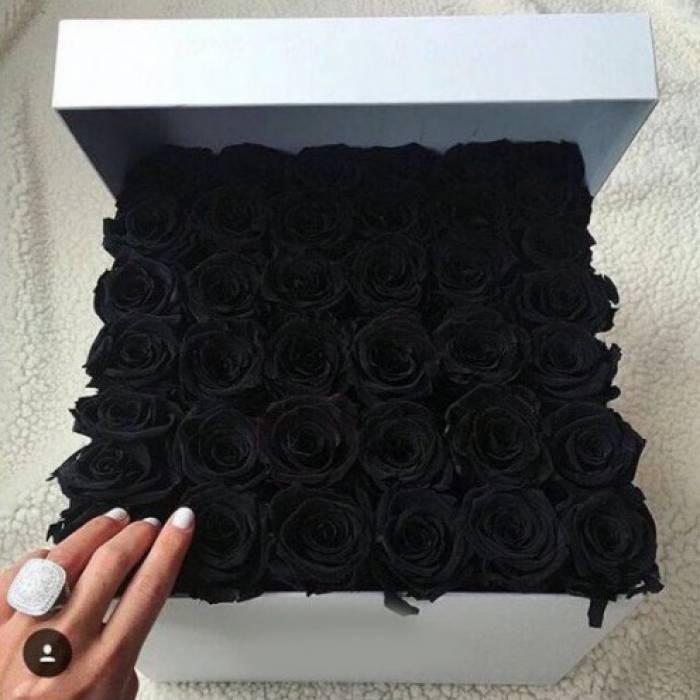39 черных роз в коробке R007
